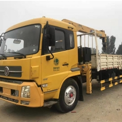 Used Dongfeng Crane Truck, 8 Ton Loading Capacity
